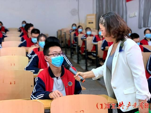 顾雪云讲师与学生交流